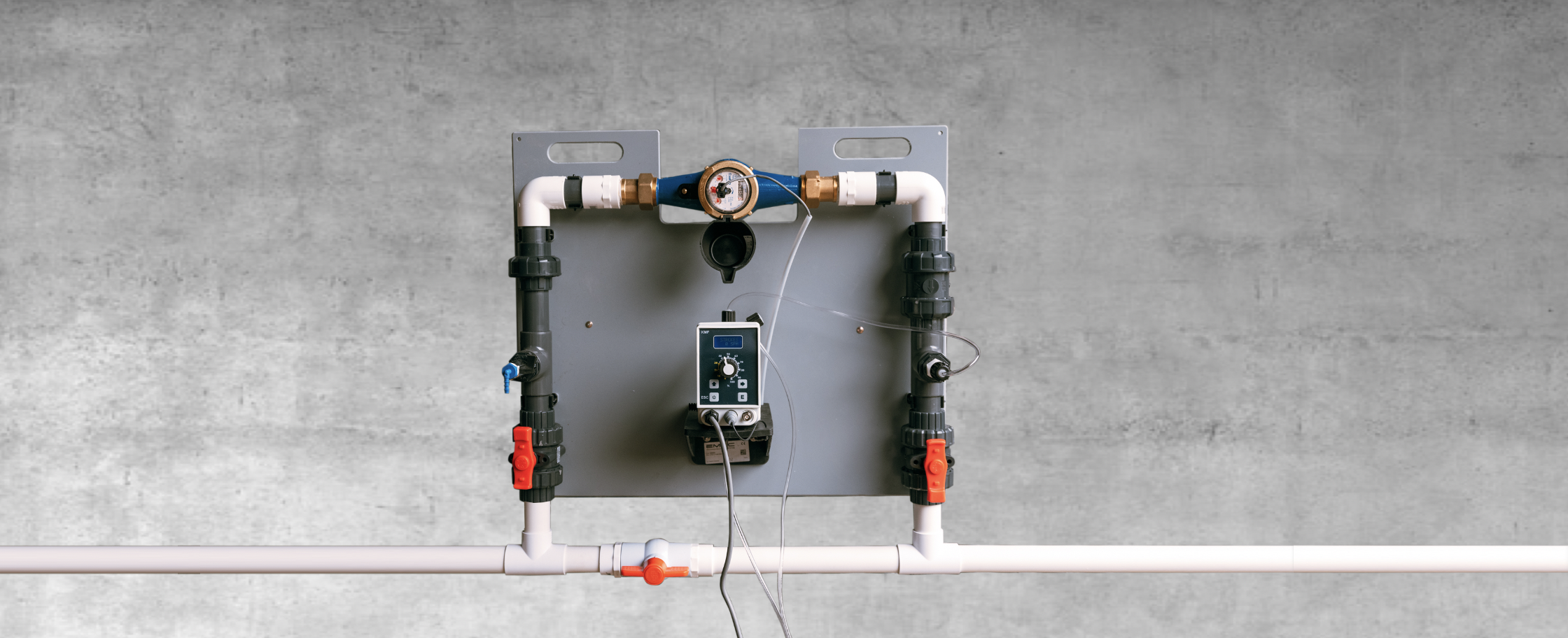 The ZamiGuard Clean Water system requires a water flow meter communicating to a dosing pump, to ensure the correct concentration is injected into the waterline.